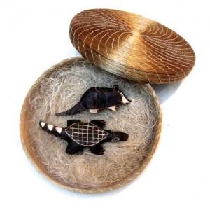 Caixa de Capim Dourado com bichinhos Guarani
