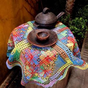 Toalha /centro de mesa redondo de file – colorida