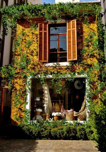 fachada da casa ensolarada